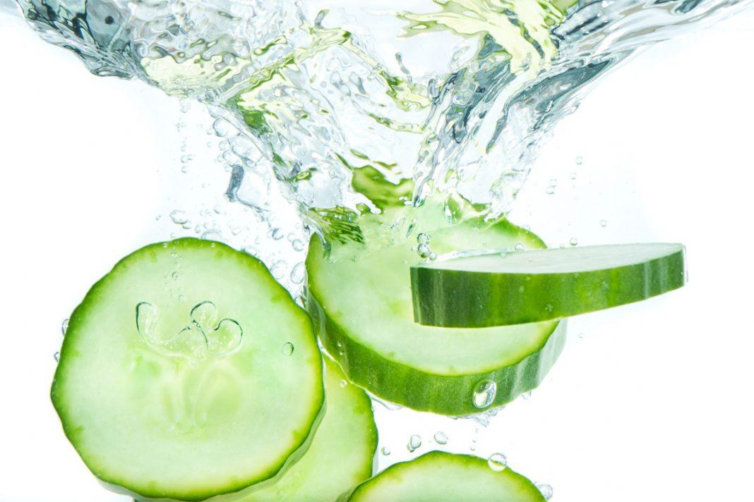 7 avantages de l'eau de concombre
