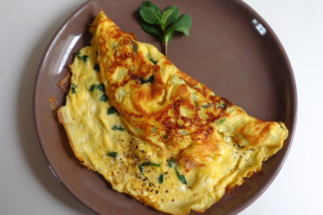 Omelette aux échalotes, menthe et Feta