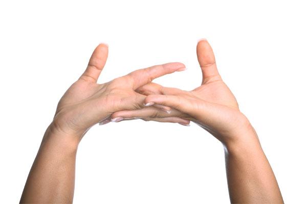 Craquer-les-doigts-provoque-arthrite