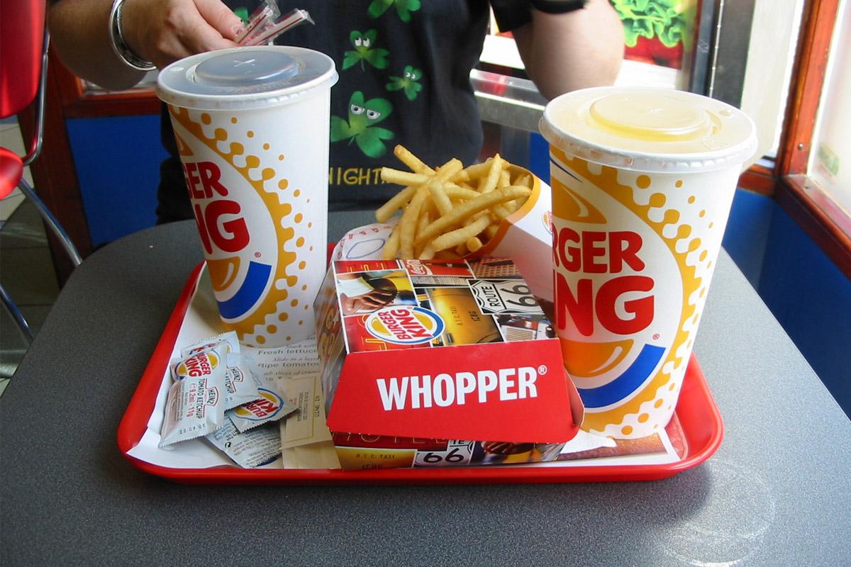 Les fast-foods exposeraient les consommateurs à des substances chimiques dangereuses pour la santé !