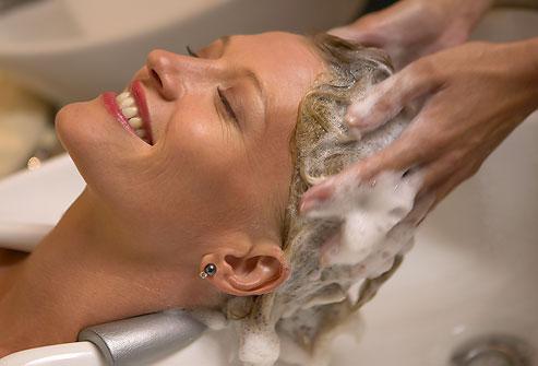 Le massage du cuir chevelu fait du bien