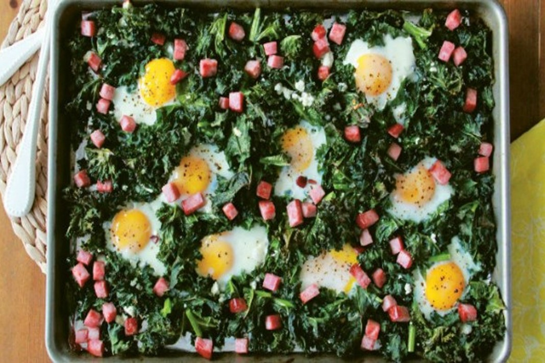 Chou frisé, œufs et jambon