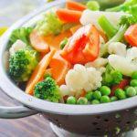 des-repas-bases-fruits-legumes-crus-colores