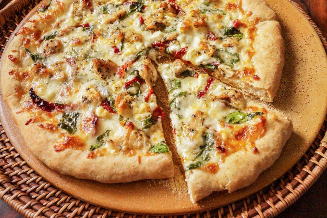 Pizza Méditerranéenne au poulet et aux Fines herbes
