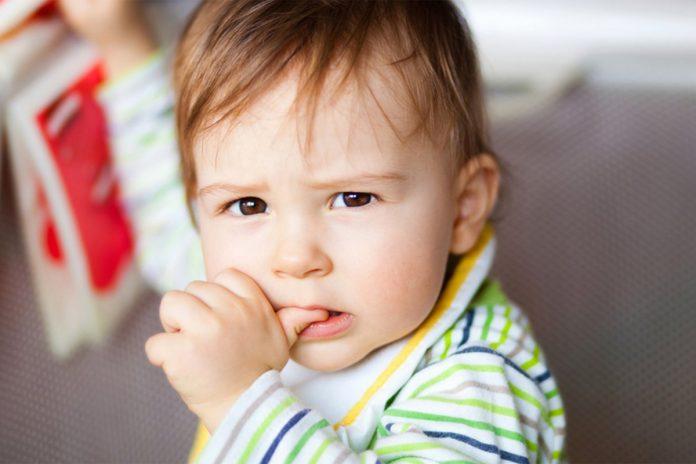 Sucer son pouce et ronger ses ongles, est-ce bon pour la santé ?