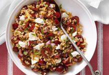 Salade de petit épeautre, baies et amandes
