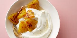 Yaourt grec et ananas rôti au miel