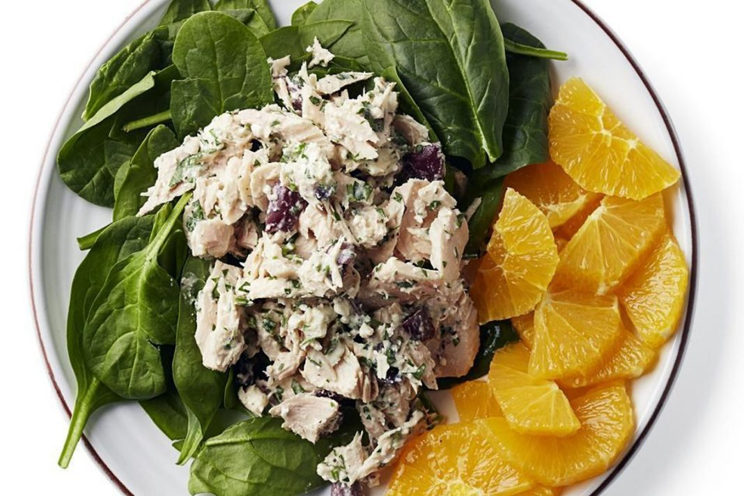 Salade méditerranéenne de thon et d'épinards