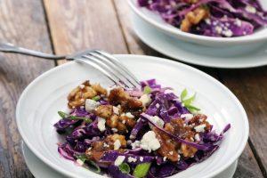 Salade de chou rouge au fromage bleu et noix glacées