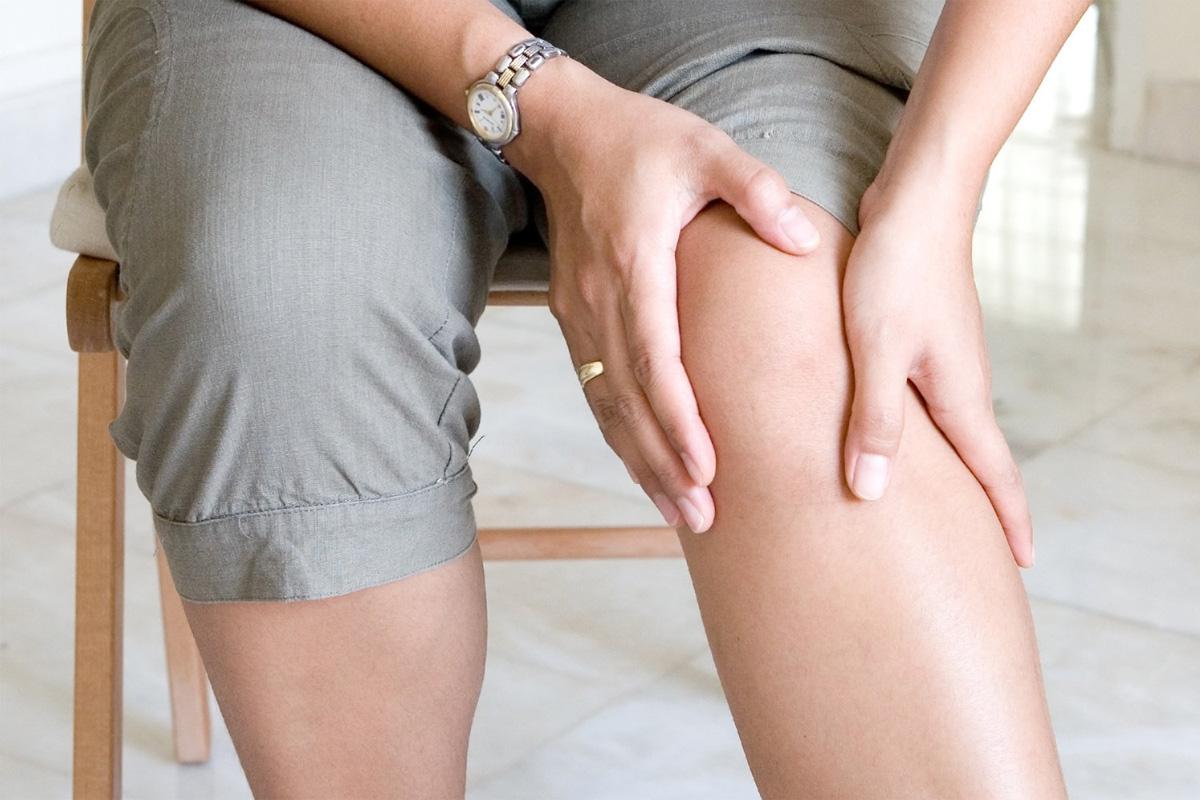 7 puissants remèdes maison pour soulager la douleur au genou !