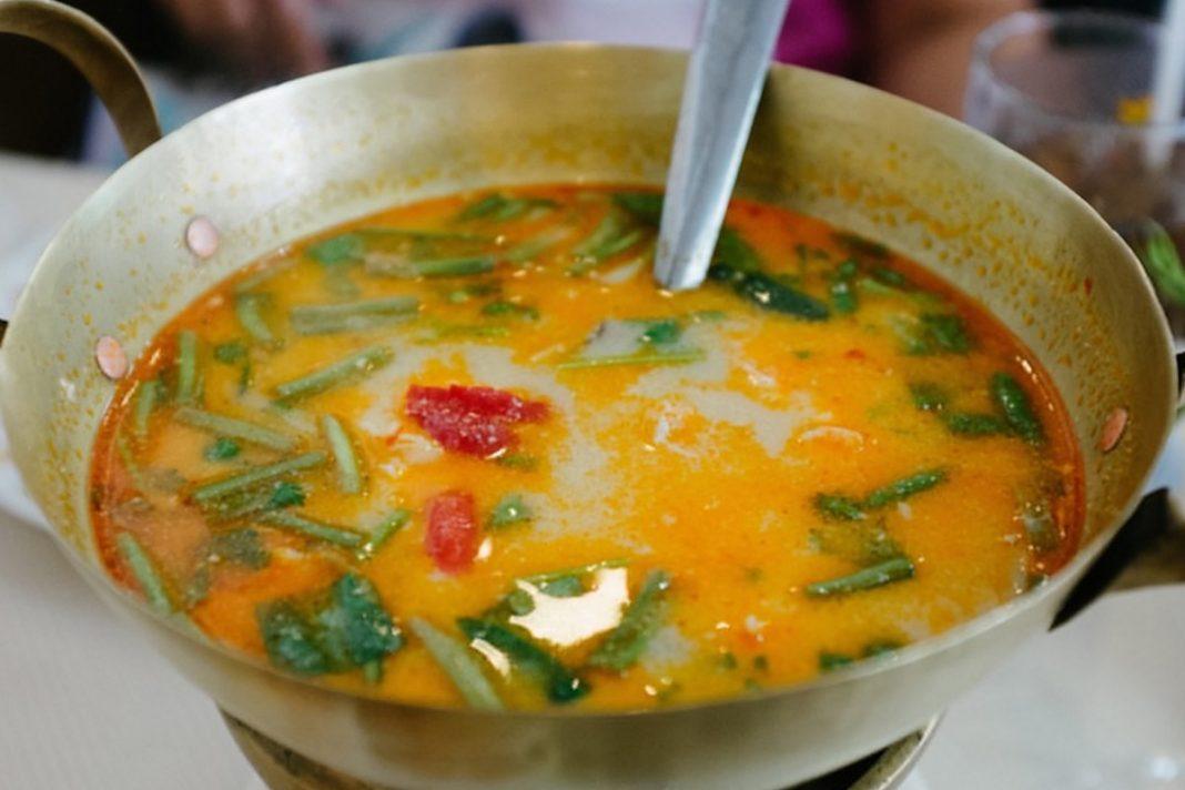 Soupe à l'ancienne, au gingembre et à l'ail : combat la grippe, le rhume, l'excès de mucus et la Sinusite !
