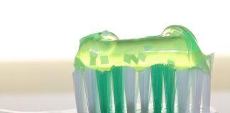 Ingrédients dans le dentifrice et le bain de bouche peuvent créer des germes résistants aux antibiotiques !